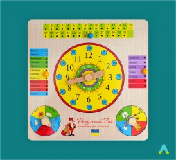 Годинник та календар на дерев'яному планшеті.
