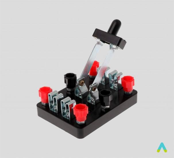 Перемикач двополюсний лабораторний - фото